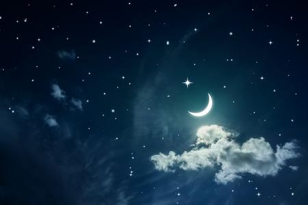 noche y luna: Cielo nocturno con las estrellas y la luna Foto de archivo