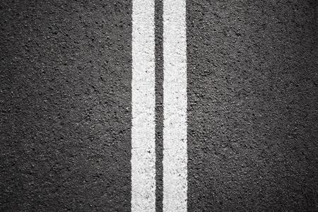 白い線とアスファルトのテクスチャ背景