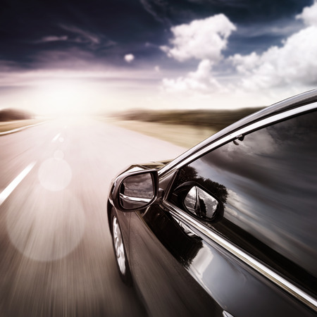 Strada offuscata e auto, velocità di movimento sfondo Archivio Fotografico - 50453626