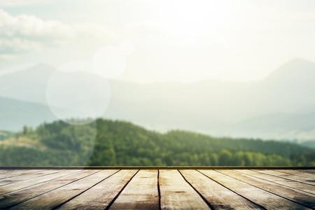 Het landschap van bergen met zonlicht. Beauty natuur achtergrond