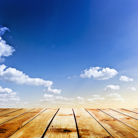 himmel hintergrund: blue sky and wood floor background Lizenzfreie Bilder