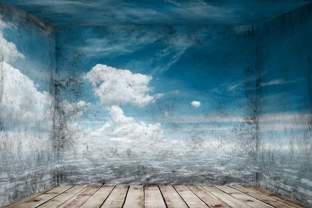 Abstracte ruimte met zeegezicht bij muurachtergrond