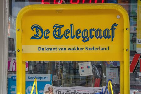Billboard Selling De Telegraaf Newspaper At Amsterdam The Netherlands 2019 版權商用圖片 - 133074105