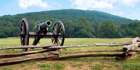 ordenanza: Guerra Civil de ca��n era vista Kennesaw Mountain National Battlefield Park Foto de archivo