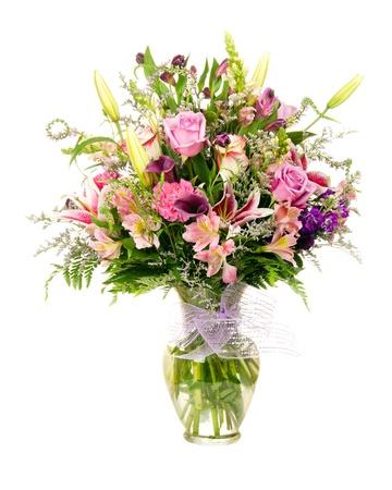 arreglo floral: Colorido florista hechas ramo floral arreglo floral con rosas de lavanda, lirios, alstroemeria, claveles, aislado en blanco