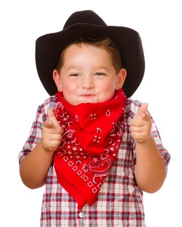Niño disfrazado de cowboy jugando aislados en blanco