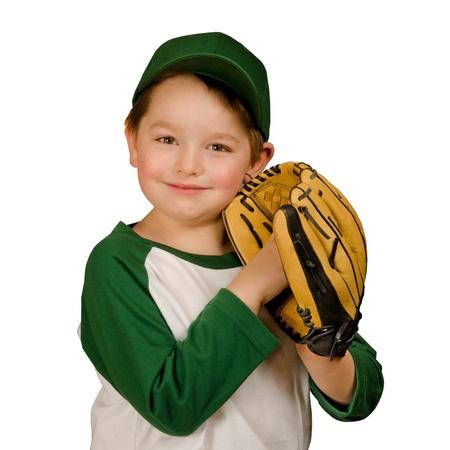 Leuke jonge honkbal of t-ball-speler geïsoleerd op wit