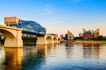 tennesse: Downtown Chattanooga, Tennessee en la oscuridad