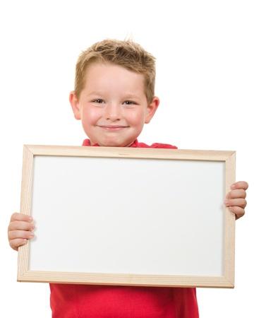 Portret van jonge kinderen jongen die leeg teken met ruimte voor uw exemplaar op wit wordt ge Stockfoto