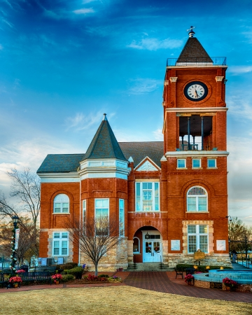 municipal court: Historic small town court house building in Dallas, GA Stock Photo