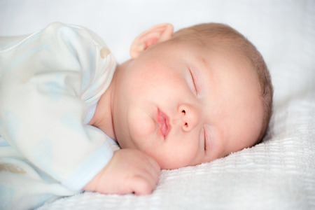 Infant baby boy sover lugnt