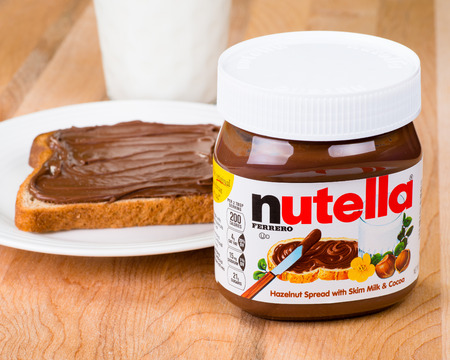 Pot Nutella met toast en melk