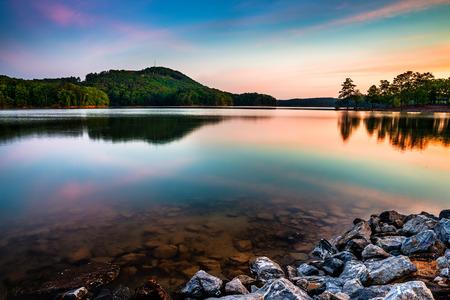 Jezioro Allatoona w Red Top Mountain State Park na północ od Atlanty o wschodzie słońca Zdjęcie Seryjne