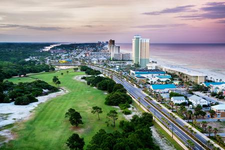 Panama City Beach, Florida, uitzicht op Front Beach Road bij zonsopgang Stockfoto