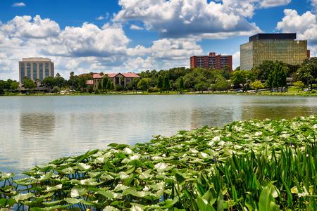 Downtown Lakeland, Florida, op Lake Mirror Stockfoto