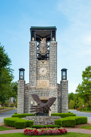 MARIETTA, GA - AUG 2, 2014  Bell tower at entrance to Life University, a school that specializes in chiropractic and health services education, in Marietta, Ga , on Aug  2, 2014  版權商用圖片 - 30759284