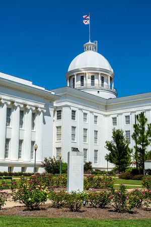 View of state capitol in Montgomery, Alabama 版權商用圖片 - 31370815
