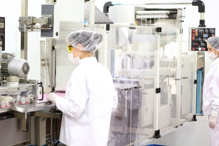 Two pharmaceutical workers wearing protective workwear. Standard-Bild