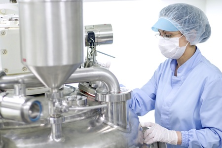A worker working with sterile pharmaceutical equipment  Selective focus  Stockfoto