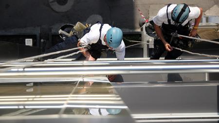 klimmer: Klimmers op Office Building
