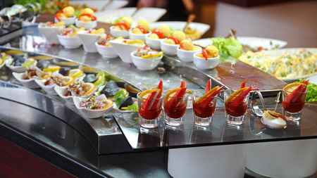 Buffet Catering Food Arrangement on Table Stockfoto