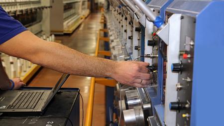 mantenimiento: Comprobación del estado de la máquina computarizada con el ordenador portátil