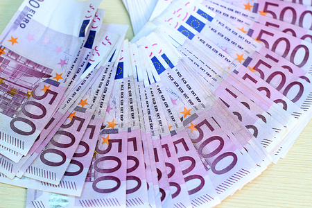 500 Euro Banknotes in a Row Stockfoto