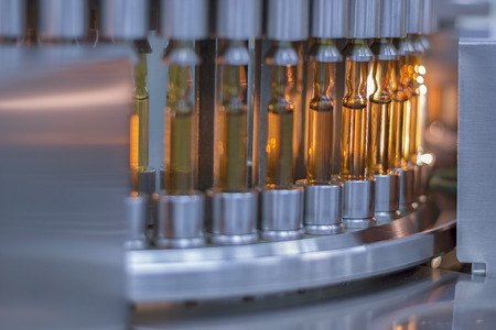 医薬品の光アンプル ・ バイアル検査機 写真素材