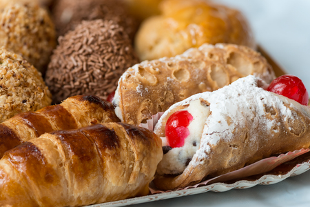 In the pictured colorful pastries with candied,cream and chocolate, the real Italian confectionery. Banco de Imagens