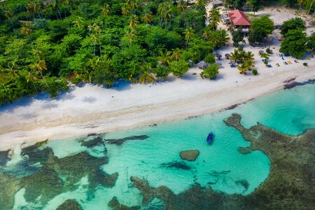 Drone view of tropical beach with white boat anchored.Samana peninsula,Rincon beach,Dominican Republic. Фото со стока - 132050517