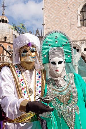 Trajes de carnaval de Venecia Foto de archivo - 67298675