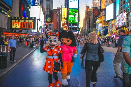 minnie mouse: Cartoon characters in Time Square, New York