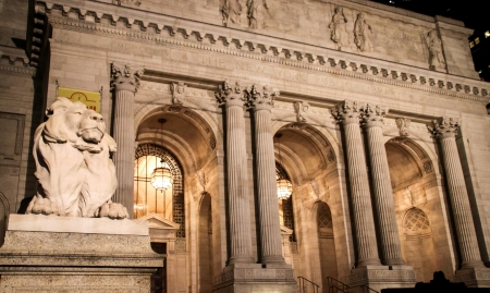 Night shot of the lion statue in the front entrance of the New York Public Library  Stock Photo