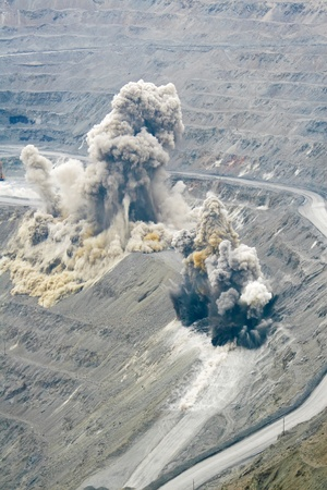 пыль: Blast in open cast mining quarry