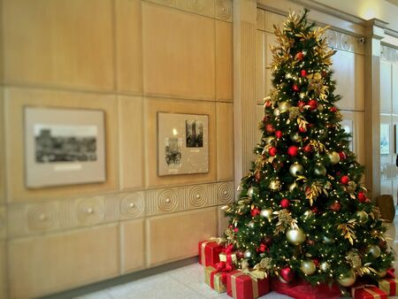 Decorated Christmas tree in the building lobby Editöryel