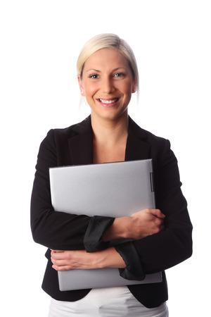 rubia ojos azules: Atractiva mujer de negocios la celebraci�n de una computadora con un traje negro Fondo blanco