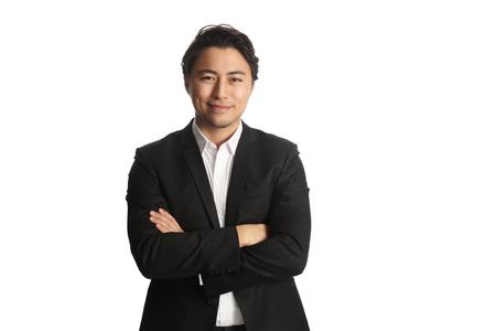 Een aantrekkelijke zakenman draagt een zwarte blazer met een wit overhemd, die zich tegen een witte achtergrond Stockfoto