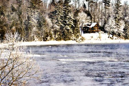 cottage on the river Sajtókép