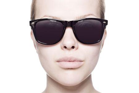 glass eye: Un retrato de la moda sexy, joven, bella mujer llevaba gafas de sol Foto de archivo