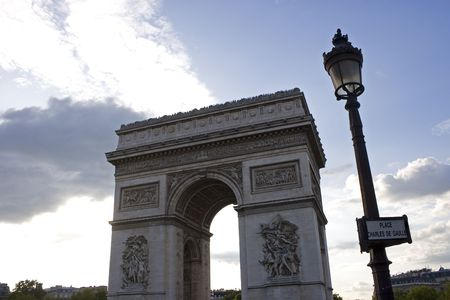 charles de gaulle: The Arc de Triomphe at the Place Charles de Gaulle in Paris, France