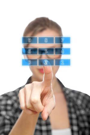 teclado num�rico: Pantalla t�ctil azul teclado num�rico y dedo seleccionando el n�mero 2, estudiante rubia chica