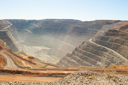 Panoramic aerial view of Super Pit goldmine in Kalgoorlie, Western Australia, with winding path along edges of the whole, heavy machinery, copy space Stockfoto