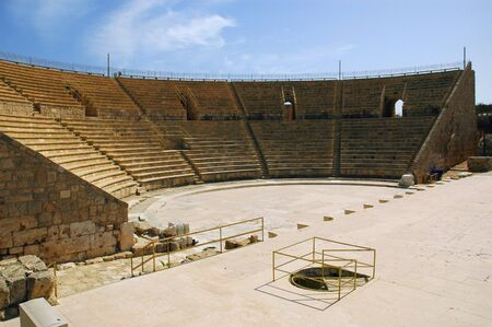 The Roman Amphitheater in the ancient Israeli coastal city of Caesarea Foto de archivo