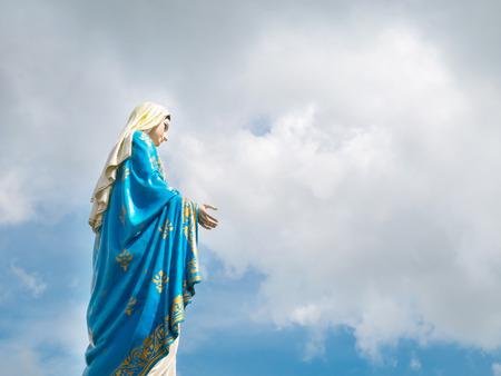 Seitenansicht der Maria Mutter Jesu in der Kathedrale der Unbefleckten Empfängnis