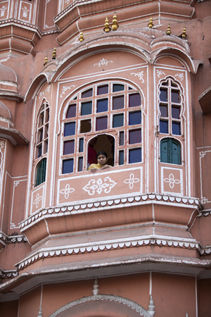 balcony of the Palace of Winds Hawa Mahal in Jaipur and a woman on it, photographed in Jaipur, India 2009 에디토리얼