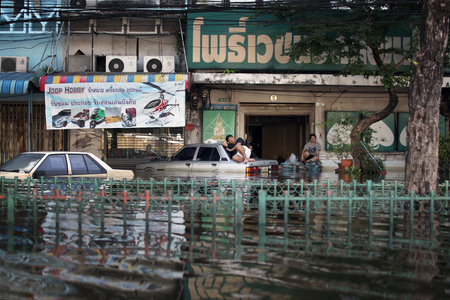 Editorial Photo residents of flooded areas of Bangkok during the floods