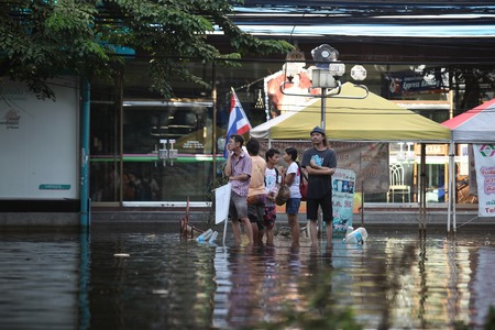 People waiting for the boat to the island during the flooding in Bangkok
