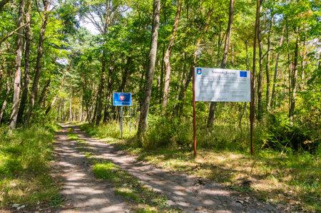 Krynica Morska, Poland - July 11, 2018: Border Republic of Poland - Russian Federation border at Nowa Karczma in Krynica Morska. 新聞圖片