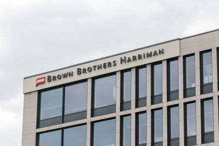 Luxembourg, Luxembourg - June 5, 2019: Brown Brothers Harriman sign on the roof of building. Brown Brothers Harriman is the oldest and one of the largest private banks in the United States. Éditoriale