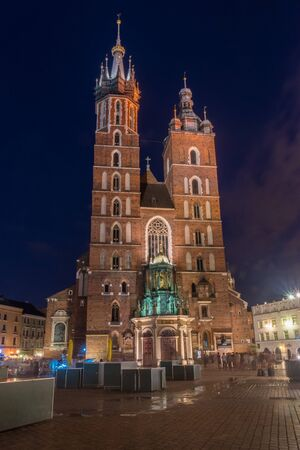 St. Marys Church on market square at night in Krakow, Poland. 스톡 콘텐츠